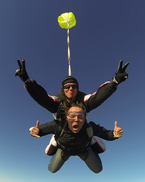 sauter-en-chute-libre-lille-parachutisme-saut-parachute-tandem
