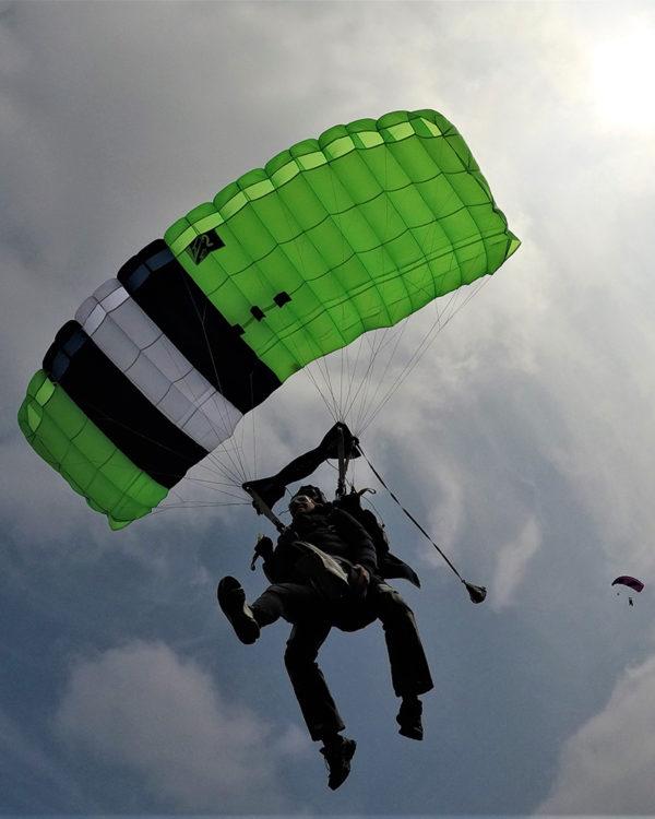 voler-saut-en-parachute-tandem-lille-parachutisme