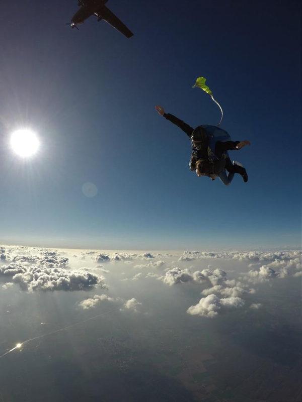 lille-parachutisme-sauter-et-filmer-votre-saut-en-parachute-avec-une-equipe-de-professionnels